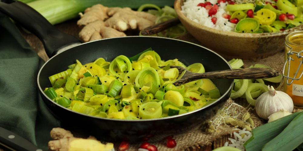 Porree in Kokos-Soße