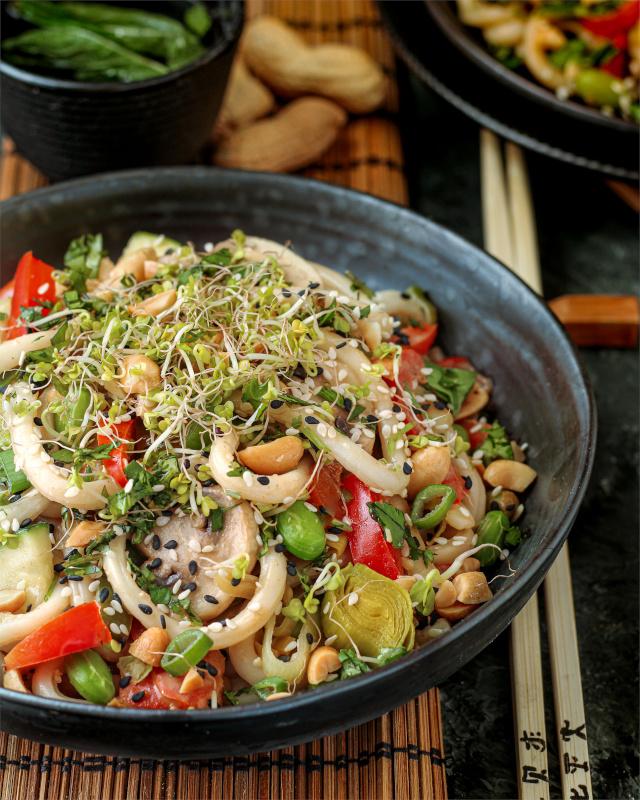 Udon Nudeln in Erdnuss Soße vegan