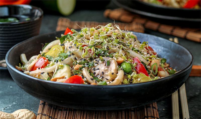 Udon Nudeln in Erdnuss Soße